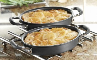 Classic-Scalloped-Potatoes-With-Cheddar-Cheese-Topping